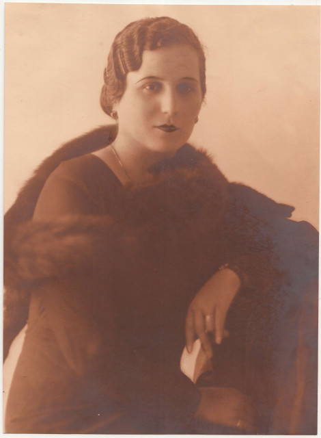 Ana Vonica, Tica's mother, in the early 30s.